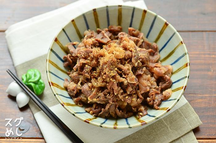 甘辛な味付けに山椒をお好みでかければピリリと味にアクセントが効いて、いくらでも食べられそう!あっつあつの炊きたてご飯と一緒にどうぞ。