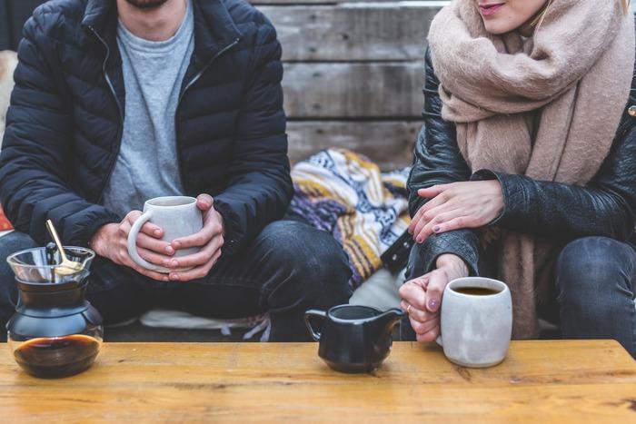 結婚や就職で離れ離れになった兄弟との付き合いは、たまの集まりや年賀のやりとりなどの定期的なものがあればそれで十分だとは思います。あとは、両親が大病を患ったときに「自然と集まることができる関係」であれば大丈夫でしょう。ただ、親の面倒を看ることを押し付けられたりしたりという偏りがあると不満が募り、後々不穏な関係になることも。そうならないように兄弟でキチンと話し合いをしておくことが大切です。