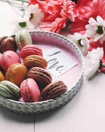 チョコレートのお菓子には、簡単につくれるレシピもたくさんあります。材料が少ないレシピでも、短時間でできるレシピでも、込められる気持ちは同じ。贈った人の笑顔を思い浮かべながら、楽しんで作ってみてくださいね♪