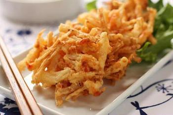 大根の皮を有効に使えるエコ料理。桜海老といっしょにかき揚げにしてはいかがでしょうか?桜海老は乾燥したものを使えば、よりサクサクした歯応えが楽しめます。
