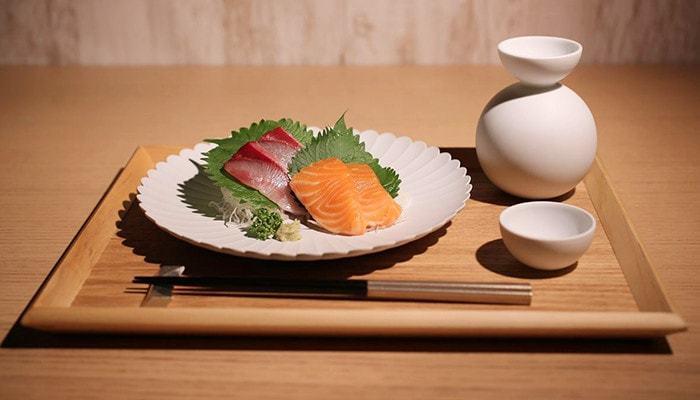 冬から新春は若々しい味わいの日本酒の旬です。 同じ銘柄でも「純米酒」と「吟醸」では味わいが違う日本酒。飲む前に違いを見極めるのはビキナーにとっては難しい事です。メニューやお店で気になった物があれば、質問したり試したりして自分の好みに合う物を探してみて下さいね。