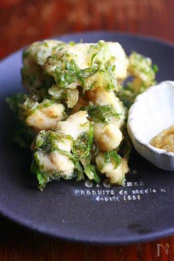 さっぱりした鶏ささみを使って、青じそをたっぷり加えた衣をまとわせた天ぷら。お肉の天ぷらも、たまにはいいですね。