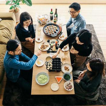 みんなで集まって、美味しいものを食べたり、おしゃべりを楽しんだり。冬のホームパーティーは、いつも以上に温かい気持ちになれるイベントの一つですよね。