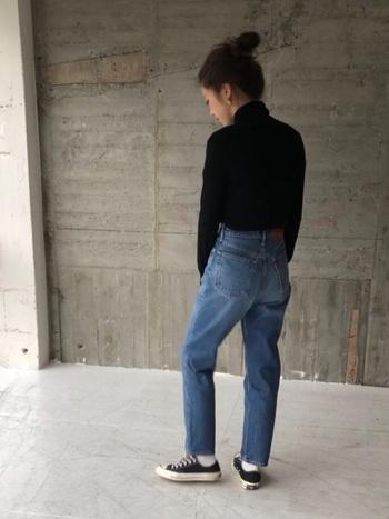 男の子のジーンズを借りたかのようなシルエットを持つ『ボーイジーンズ』は、大人の「ちょうどいいおしゃれ」を楽しむために欠かせないアイテム。