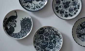メインのお料理を盛りつける中皿は、その日の食卓のイメージを決める大切なアイテムです。あまり大きすぎないお皿をチョイスする方がバランスを取りやすくなります。
