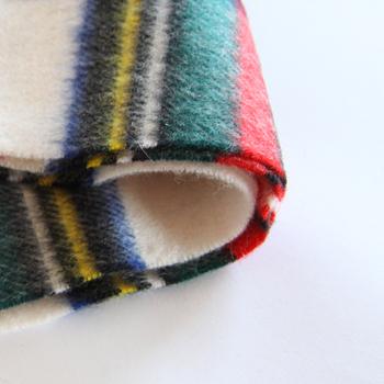ウールは羊毛の種類によって、普段使いから高級品まで幅広いランクで使われる素材。保温性、吸湿性、放湿性ともに優れ、冬の衣類によく使われています。