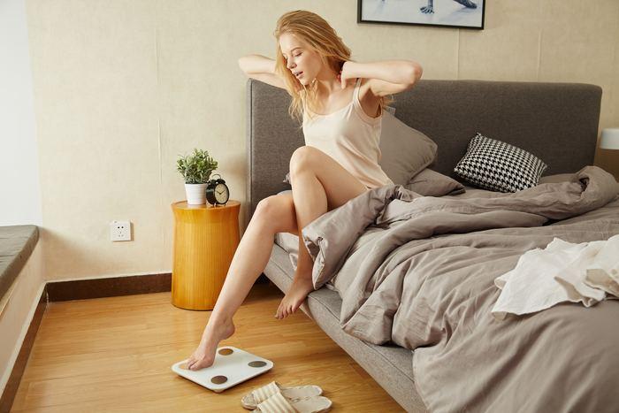 ストレスや寝不足は肌の老化を加速させてしまいます。心を落ち着かせて、ぐっすり良い睡眠をとることが大事。夜更かしグセのある人は、早寝早起きできるように生活リズムを整えていきたいですね。
