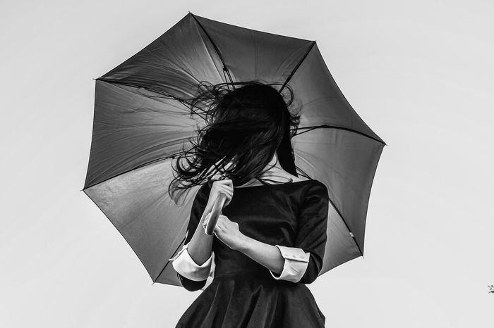 自分に自信がないのには、そのもっと奥深くに原因が隠れていることが分かりましたね。そのことに気付けただけでも、大きく前進できました。ではどうすればもっと自信をもてるのでしょうか。それは、今までの自分を苦しめていた物事の見方とは違う、もっと寛容な新しい捉え方を知ることです。