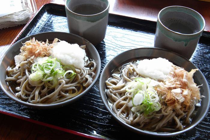 福井で食べたいもののひとつに「越前そば」と呼ばれるおろしそばがあります。大根おろし入りのつゆをかけて味わうそばは、さっぱりとした大根の辛味が魅力的。県内のおそば屋さんでは、どこでも食べられるので是非味わってみて。