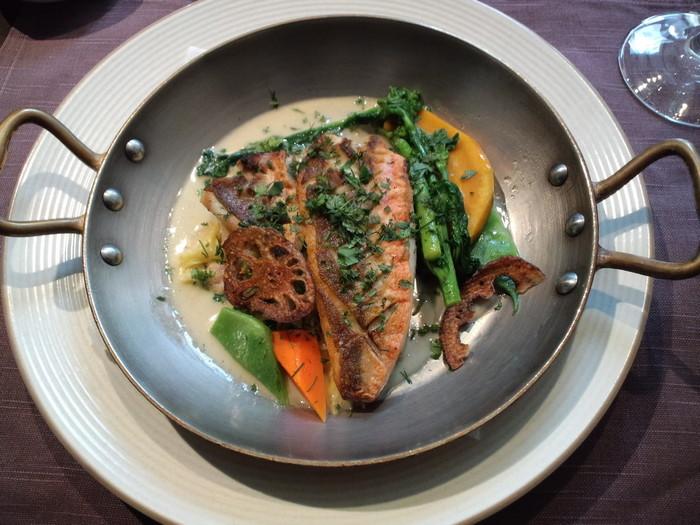 メインは肉、魚から選べます。最後までしっかり食べ応えのあるランチコースに大満足間違いなし♪