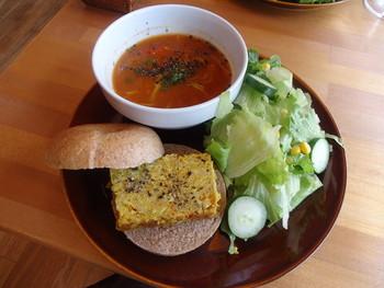 新鮮なオーガニック野菜と自家製ベーグルのランチが人気。軽いランチにしたいときにもおすすめです。