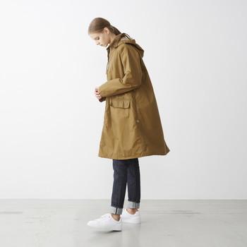 元々は農夫のスモックとしてデザインされたポンチョ。伝統と実用性を重んじるマーガレットハウエルの服へのこだわりが感じられます。