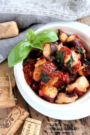 トマトと相性がいいバジル。そしてトマトとタコも相性よし。そんな相性のいい食材を一緒に炒めたらおいしくないはずがないですよね。