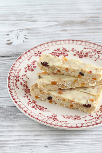 こちらは、板チョコレートの種類を自由にアレンジできるレシピ。ホワイトチョコでもミルクチョコでもできますよ。板チョコによって容量が異なってくるので、グラムはきちんと合わせましょう。