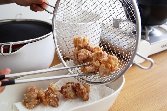 今回は、から揚げやとんかつなど、定番の揚げ物の基本の作り方やコツ、アレンジレシピをご紹介します。