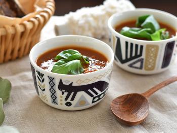2018年の「マリメッコ」秋冬コレクションのボウルは、コロンとしたフォルムがかわいい!スープやサラダ、デザートにぴったりのサイズです。シンプルながら魅力的なキツネさんが印象的なデザインで、あたたかな気持ちに包まれそう。