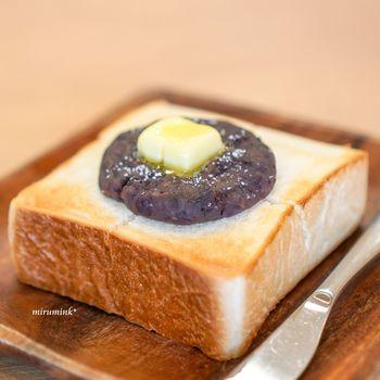 こちらは、塩あんにバターをのせた「塩あんバタートースト」。塩気のある甘いあんとバターのまろやかさがクセになる味わい!