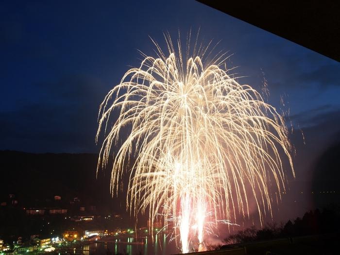 冬の風物詩にもなっている「芦ノ湖冬景色花火大会」のときには、こんなに間近に花火を鑑賞できます!あたたかいお部屋で、夜の箱根を楽しめるなんて贅沢ですね。