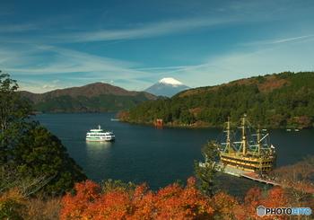 芦ノ湖を訪れた際は、遊覧船・海賊船に乗ってみましょう。湖上からの箱根の景色を堪能できますよ。発着地によって、遊覧船・海賊船と船の種類が変わるので、行き先にあわせて箱根クルーズを楽しみましょう。