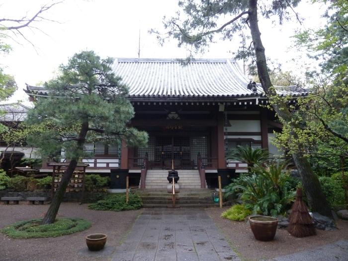 武蔵野市にある「栄見山 観音院」では、毎朝5時30分から暁天座禅会が行なわれています。