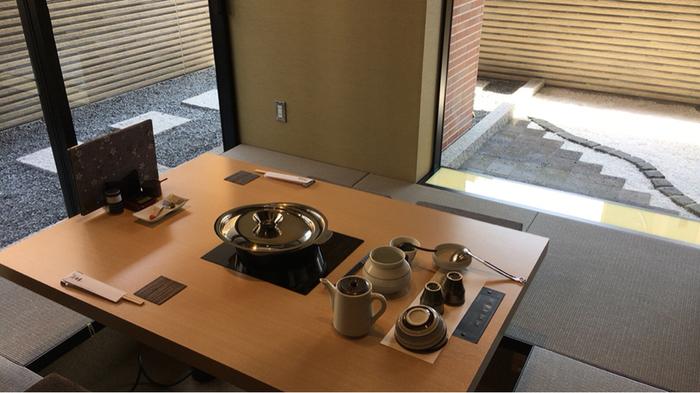 テーブル席の他に、和・洋それぞれ違った雰囲気の個室もあります。上品で落ち着いた雰囲気の店内は、普段使いはもちろん、大切な人をもてなすなど幅広いシーンで利用できそうですね。