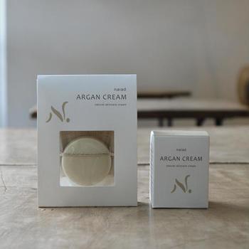 配合成分は、アルガンの木の実からとれた貴重なオイルとミツロウだけ。シンプルでありながら、とっても贅沢なクリームです。