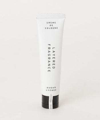 コロンとしても楽しめるハンドクリーム。手肌に塗り込むたび、爽やかな香りが周囲にふわりと広がります。