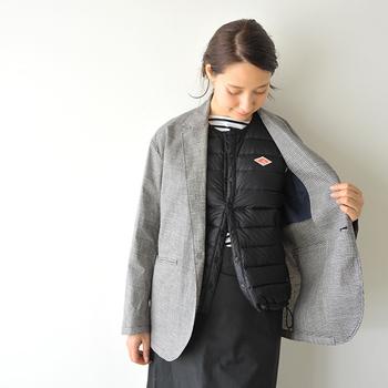 袖がないため、ジャケットを重ねても袖まわりのもたつき感はナシ。コンパクトで持ち歩く際もらくらくです。
