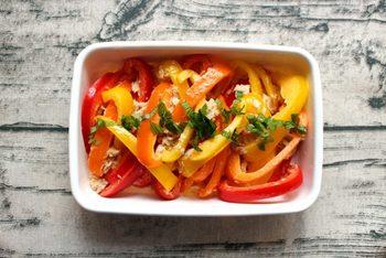 「パプリカのツナサラダ」  5分でできるパプリカの簡単ツナサラダです。パプリカの彩りがきれいで栄養もたっぷり。テーブルの上にキレイに映えます。