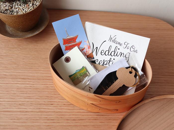 こちらのようにメッセージカードや写真など、大切な「思い出」をしまっておくための箱としても活用できます。旅行やイベントなどの記念品を入れて、お友達にプレゼントするのも素敵ですね。