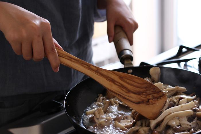 シリコンやステンレスもいいけれど、木製品独特の優しさや温もりが魅力の木べらです。お鍋にも優しい天然素材の木べらで、快適にお料理を楽しんでみませんか?