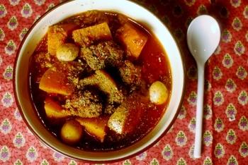 こちらは、上でご紹介した料理とはまったく異なる味わい。  鶏がらスープの旨みも魅力の、ちょっとエスニックな味わいのスープです。クミンやチリペッパーなど、スパイスの美味しさも際立ちます。