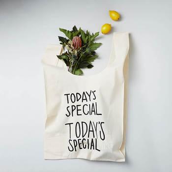 ちょっとしたお出かけやサブバッグとして人気の『マルシェバッグ』。サイズや形のバリエーションも豊富なので、きっとお気に入りのバッグが見つかるはずです!