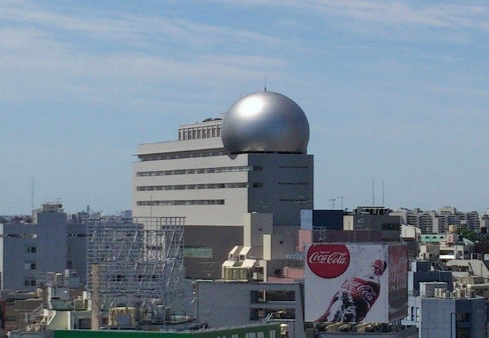 セルリアンタワーに隣接する区の複合施設「渋谷区文化総合センター大和田」の最上階に入っています。