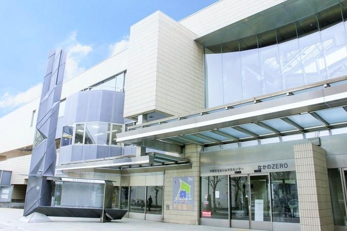 中野駅から東中野寄りに歩いて8分。区の生涯学習センター「なかのZERO」(もみじ山文化センター)の西館4階に、1972年オープン。投影機は1986年製「GMⅡ-SPACE」。都内最古のプラネタリウムの一つです。 ※投映は、イベントのある日を除くと、土曜・日曜・祝休日のみ。(画像提供:中野プラネタリウム)