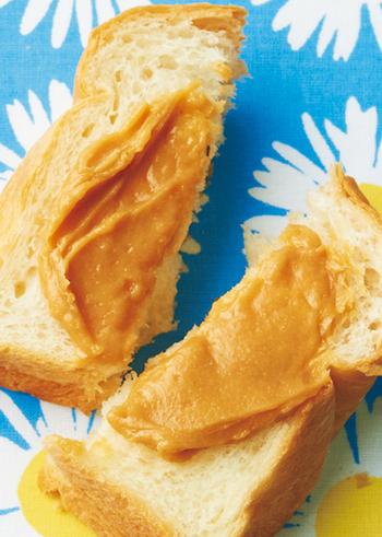 おうちで作れる、きな粉のスープレッドレシピです。材料はバター・はちみつ・きなこだけとシンプル。きなこは食パンとの相性も良いので、いろいろとアレンジして朝食を楽しみましょう♪