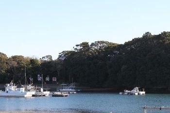 安楽島温泉は小高い丘の上にある沖に浮かぶ離島や鳥羽湾内を一望できるスポットにある温泉です。鳥羽駅から車で10分ほどと立地もよく、鳥羽観光の拠点にもおすすめです。
