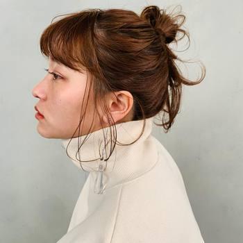 ロングヘアはアレンジも無限大!タートルネックと相性がいいのはアップスタイルやまとめ髪です。