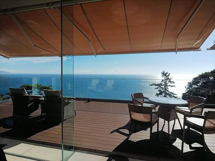 さて最後にご紹介するのが、評判のいい静岡県内のホテル。天然温泉に、大自然のビュー、そして新鮮な海の幸・山の幸。都心から2時間ほどでくつろぎのリゾートにたどり着けます。人気施設TOP5いずれも日帰り利用も可能です。