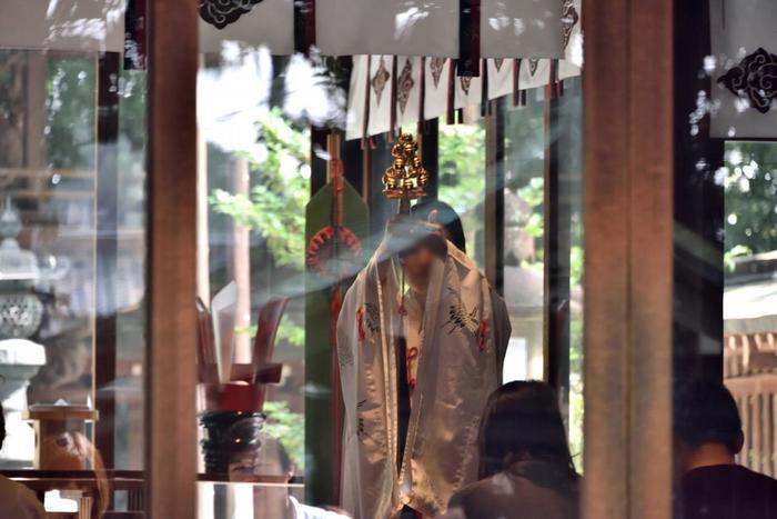 「良縁祈願祭」は、毎月8日と第4土曜日の月2回、朝8時8分から行われるお祭りです。漢字の「八」の末広がりにちなんでいるのだそう。おふだや縁結び玉、良縁祈願祭用の特別なお守りなどがもらえます。