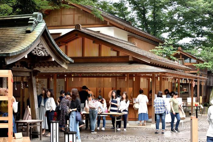 川越氷川神社には、交通安全祈願、商売繁盛祈願、病気平癒、健康祈願、合格祈願、勝負祈願など、さまざまなご祈願ができます。予約は不要ですが受け付け順のため、土日祝日のお昼ごろなどの混みあう時間帯を避けて行くのがおすすめです。