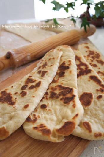 ●ナン インドのカレーには、やはりナンがよく合います。高温の窯が無くても、おうちで作ることができます。