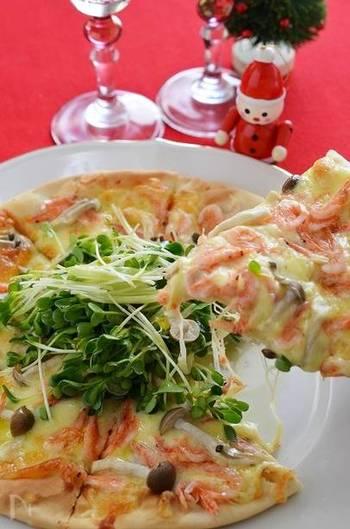 和風ピザとも桜えびは相性バッチリ。生地も市販の生地を使用するので簡単に美味しい和風ピザを作ることができます。いただく際に、タバスコではなく柚子胡椒でいただけば、和の美味しさを存分に堪能できて◎。