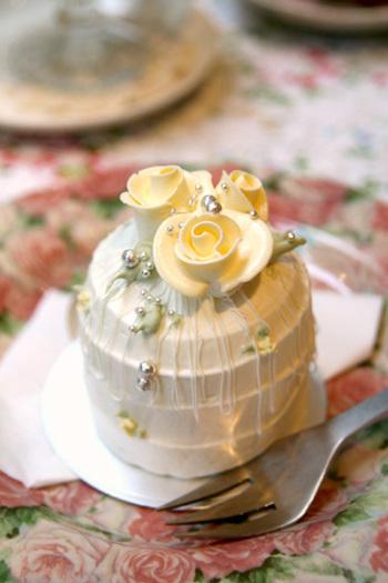 お花のデコレーションケーキは、アニバーサリーならではの細やかな演出がなされています。お花の他にも季節ごとのデコレーションケーキが楽しめるお店です。