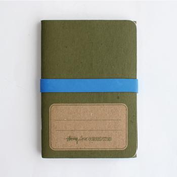 持ち歩きやすいポケットサイズのノートが、3冊セットになったアイテム。100%再生紙を利用していて、環境への優しさにもこだわっています。使い込むほどに味が出るので、常にカバンに入れて置きたいミニノートブックです。