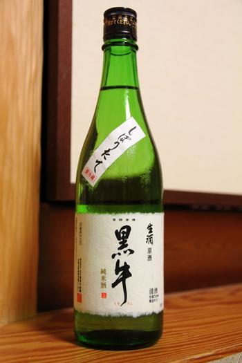「原酒」や「生酒」というのは出来上がったお酒を市場に出すまでの仕上げ処理が通常の物と異なります。 日本酒は発酵が継続する事で味が変わらないよう「火入れ」と言って加熱する事で酵母の動きを止める処理を行いますが「生酒」は火入れをしていない物をいいます。 他の季節にもありますが、やはり新酒の出回る冬ならではと言える日本酒です。