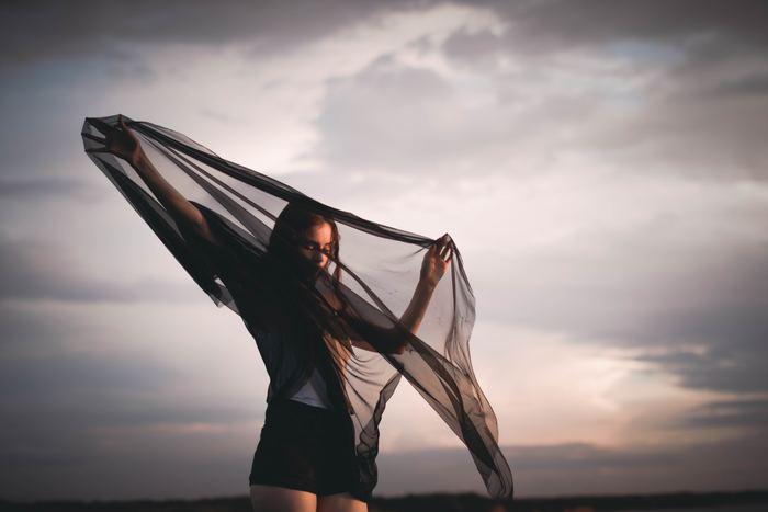 「自分の人生を生きる」と覚悟を決めたあなた。本当は怖くて元に戻りたくなってしまうかもしれません。そんなとき、あなたの背中をそっと押してくれる珠玉のことばを集めました。一歩進んではまた一歩戻る……そんな日々を繰り返しながら、あなたらしい「自分の人生を生きる」道しるべとなるはずです。