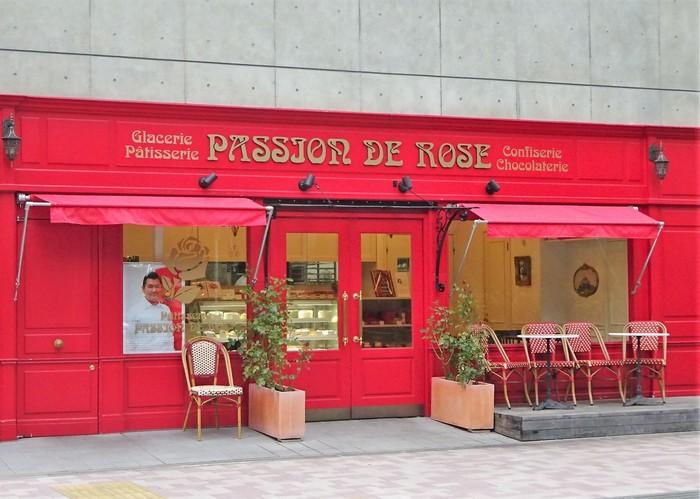 白金高輪駅から徒歩2分のところにある「パッション ドゥ ローズ」。日本やフランスの有名店でキャリアを積んだシェフが、伝統的なフランス菓子を素材にこだわって作っています。