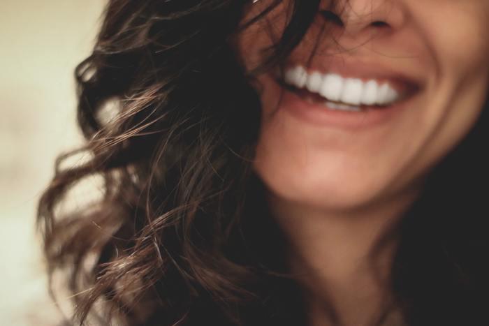 隠れた性格と改善点が分かります。 あははと笑う方は、明るい方。自分の人生は最高だと感じています。このタイプの方は人の世話をやくことで、さらなる魅力開花につながります。うふふと笑う方は、お人好しな面がありお願いごとを断れません。誰とでも仲良くしたいのはいいのですが、悪い人に利用されないように注意し、断れる力をつけましょう。おほほと笑う方は、おしとやかに見えますが、ちょっと気弱な面があるので人に惑わされないように。コツコツと頑張っていけば大丈夫です。