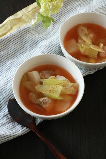 こちらも、最後に、粉山椒をふって仕上げをする、鶏肉の麻辣スープです。 豆板醤の味わいも相まって、ほどよい麻辣テイストに。辛すぎたらお湯を足したりと、自分好みに調整しやすいですよ。